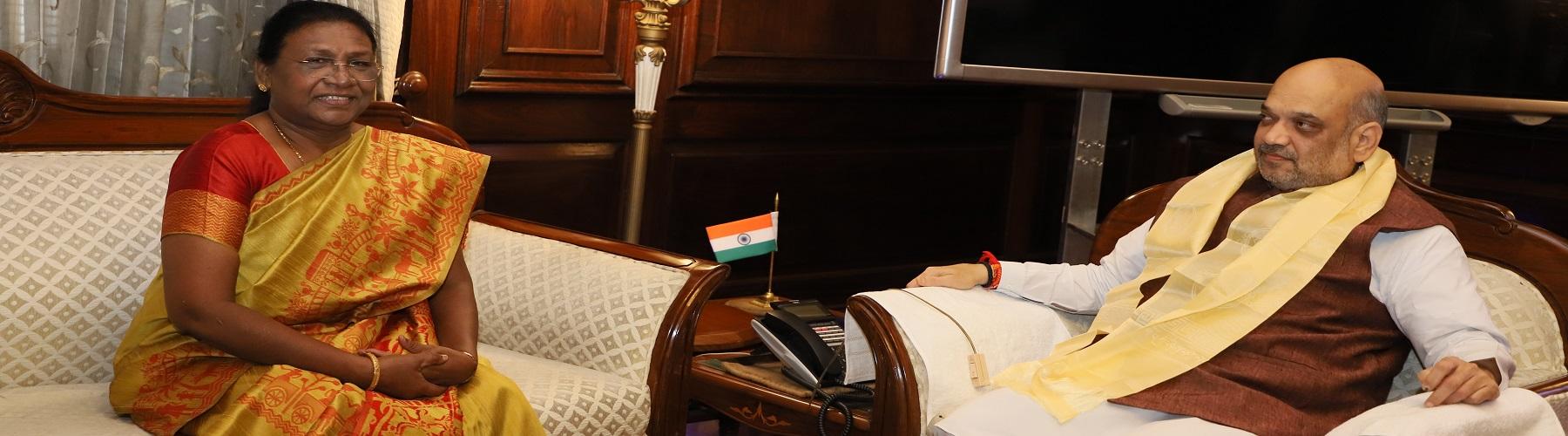 झारखंड की राज्यपाल श्रीमती द्रौपदी मुर्मू दिनांक 10 जून 2019 को नई दिल्ली में केंद्रीय गृह मंत्री श्री अमित शाह से मुलाकात करते हुए