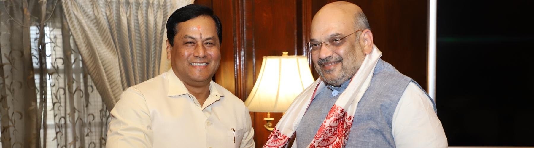 असम के मुख्यमंत्री श्री सर्बानंद सोनोवाल दिनांक 14 जून, 2019 को नई दिल्ली में केंद्रीय गृह मंत्री श्री अमित शाह से मुलाकात करते हुए