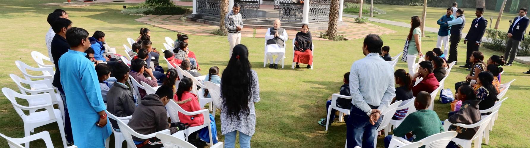 केन्द्रीय गृहमंत्री श्री अमित शाह से समग्र शिक्षा अभियान के अंतर्गत अभ्यासरत गुजरात के 38 दिव्यांग बच्चों ने मुलाकात की