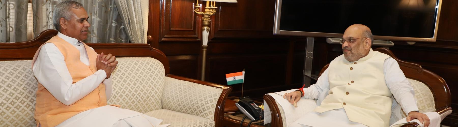 हिमाचल प्रदेश के राज्यपाल श्री आचार्य देव व्रत दिनांक 11 जून 2019 को नई दिल्ली  में केंद्रीय गृह मंत्री श्री अमित शाह से मुलाकात करते हुए