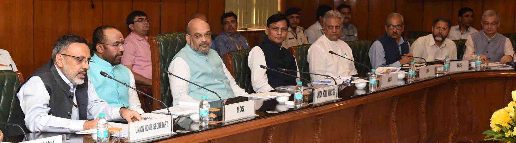केंद्रीय गृह मंत्री, श्री अमित शाह 1 जून, 2019 को नई दिल्ली में एमएचए के वरिष्ठ अधिकारियों के साथ समीक्षा बैठक की अध्यक्षता करते हुए I