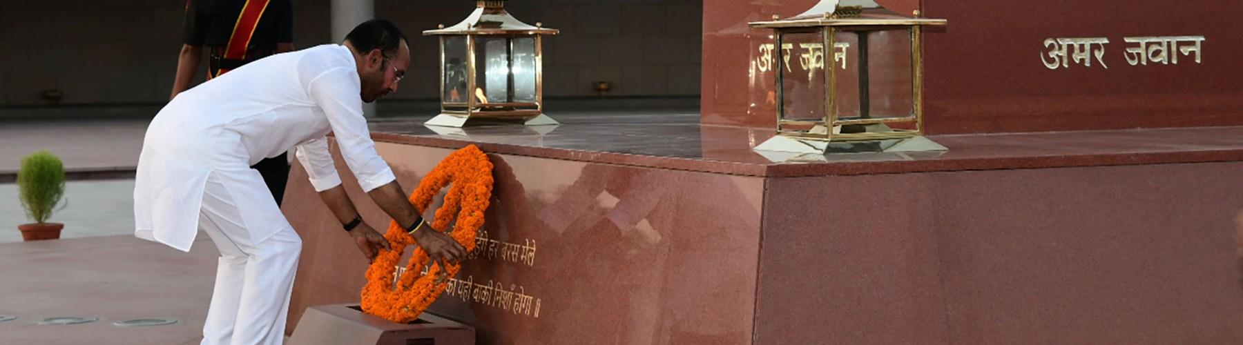 Shri G. Kishan Reddy paying tribute