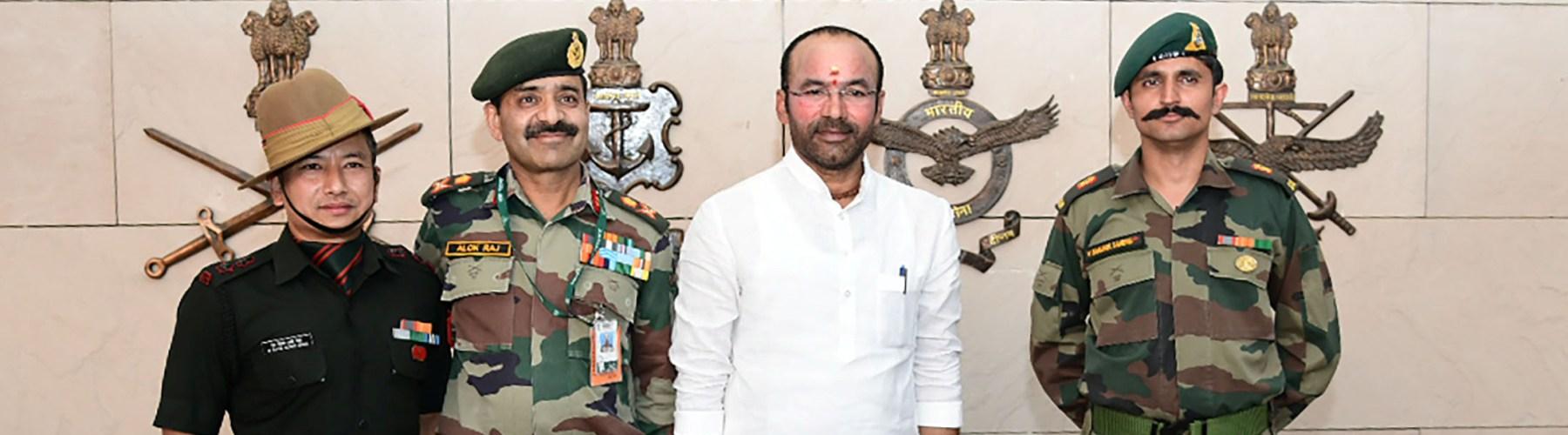 गृह राज्य मंत्री श्री जी किशन रेड्डी दिनांक 14 जून, 2019 को नई दिल्ली में राष्ट्रीय युद्ध स्मारक पर श्रद्धांजलि देते हुए।